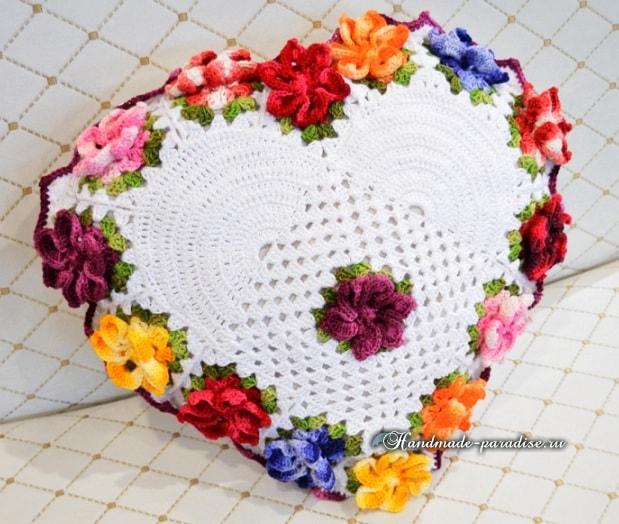 Крючком. Подушка-сердце с цветами (8)