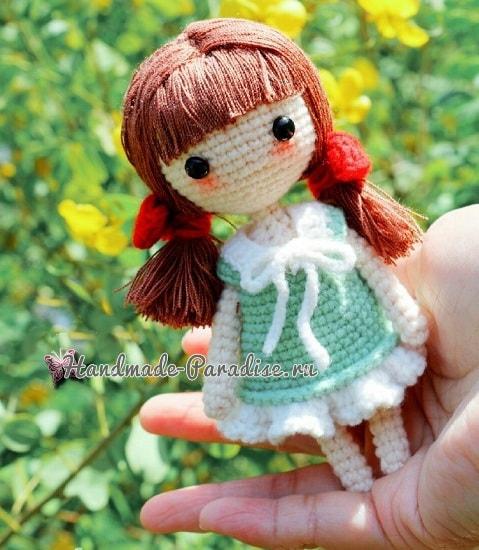 Куколка амигуруми с красными бантиками (3)