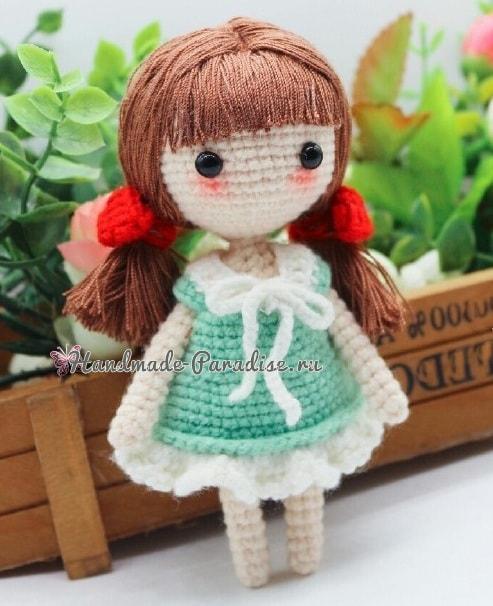 Куколка амигуруми с красными бантиками (4)
