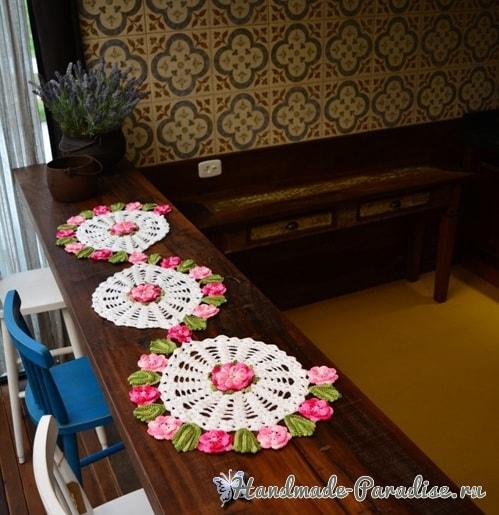 Вязаная крючком салфетка «Цветочная полянка» (4)