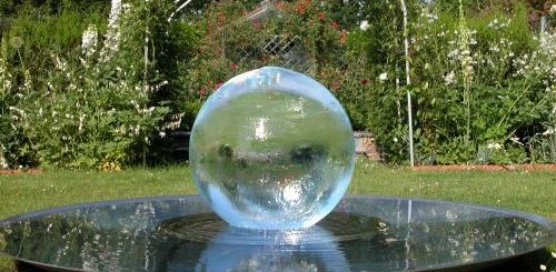 Фонтан-шар на загородном участке (2)