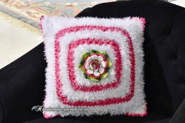 Пушистая подушка крючком из пряжи «травка» (5)