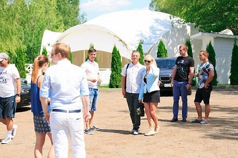 Красочная вечеринка в шатрах (1)