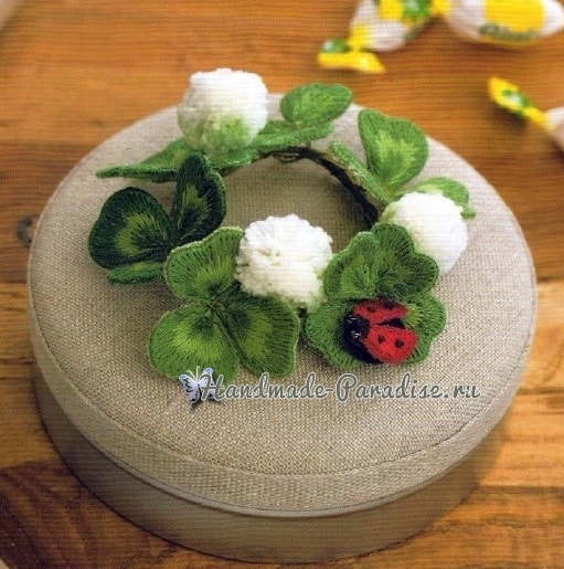 Цветущий клевер и божья коровка объемной вышивкой гладью (1)