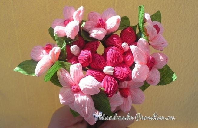 Букетик цветов из гофрированной бумаги (2)