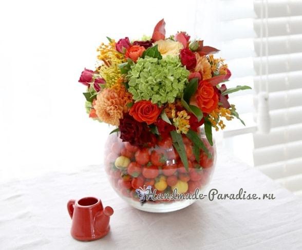 Красивая композиция из цветов и помидоров (6)