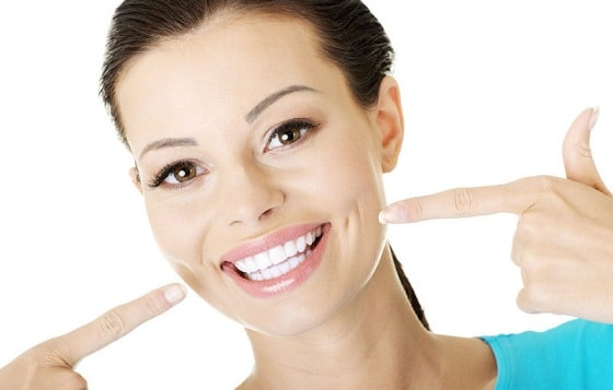 Сверкнула белым жемчугом красивая улыбка (2)