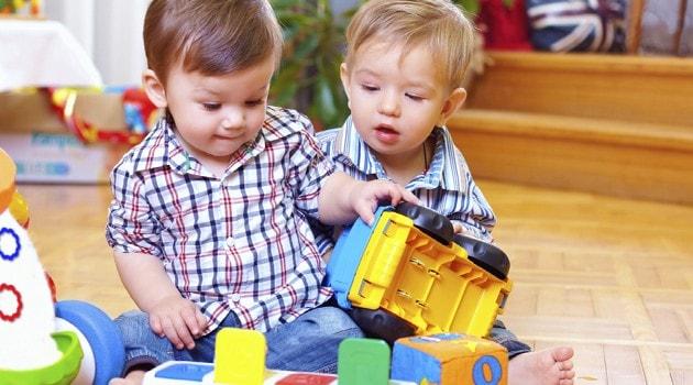 Детские игрушки. Правильные игрушки по возрасту (2)