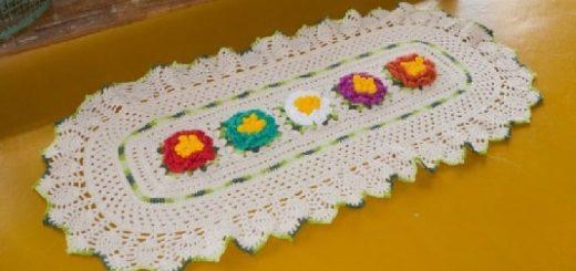 Овальная салфетка с красочными цветами (1)