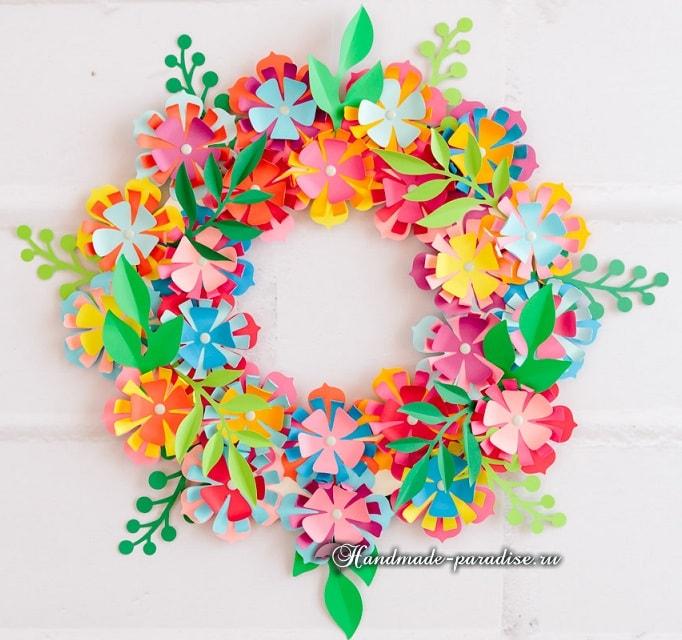 Разноцветный венок из бумажных цветов (2)