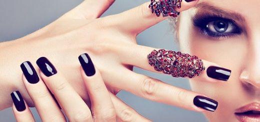 10 подручных материалов, которые можно использовать в дизайне ногтей