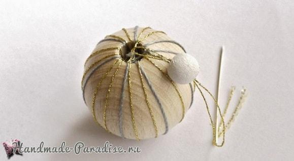 Елочные игрушки из желудей и деревянных бусин (4)