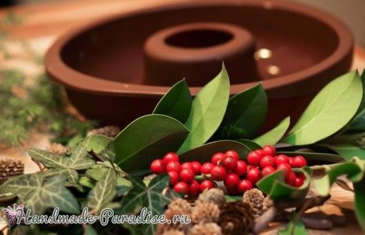 Ледяной рождественский венок из природных материалов