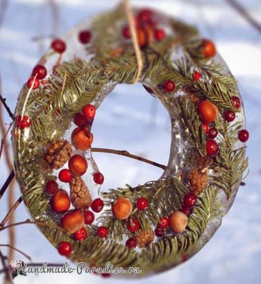 Ледяной рождественский венок из природных материалов (3)