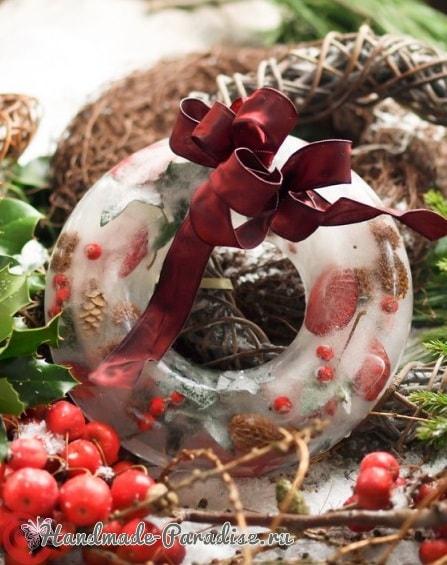 Ледяной рождественский венок из природных материалов (6)