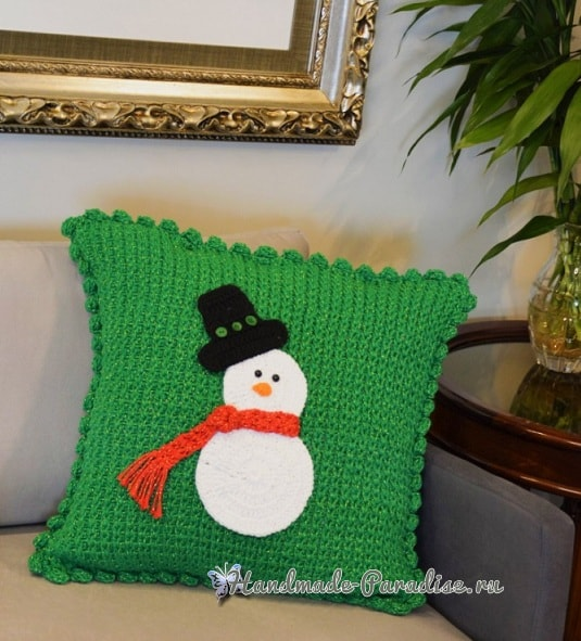 Зимняя вязаная подушка со снеговиком (1)