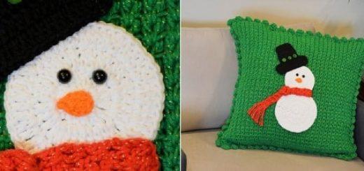 Зимняя вязаная подушка со снеговиком (3)