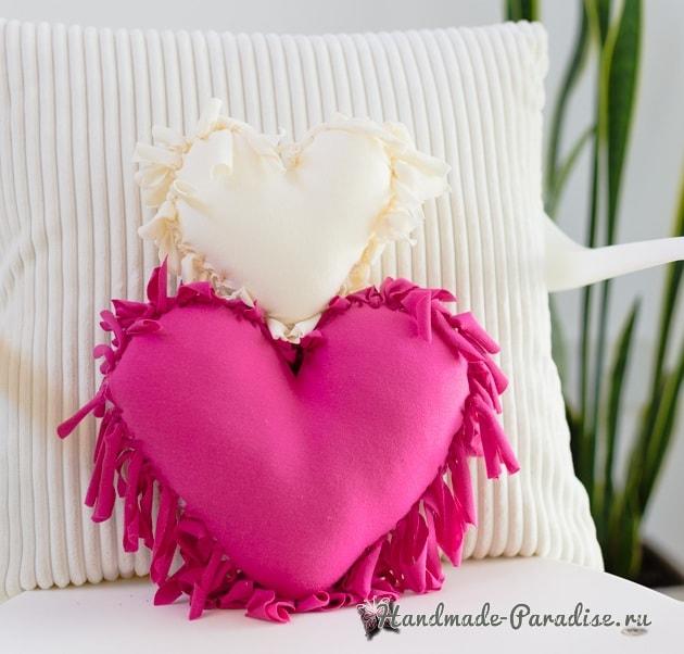 Бесшовная сердечная подушка из футболок (1)