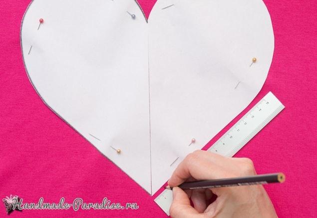 Бесшовная сердечная подушка из футболок (4)