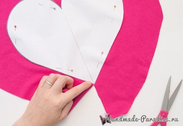 Бесшовная сердечная подушка из футболок (5)