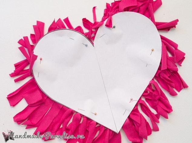 Бесшовная сердечная подушка из футболок (8)