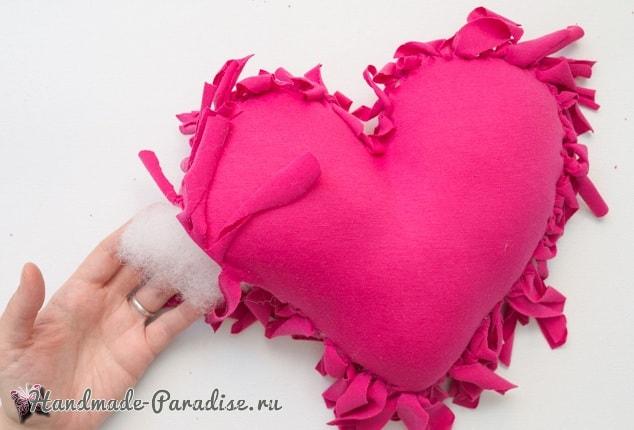 Бесшовная сердечная подушка из футболок (9)