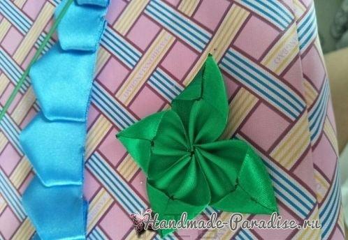 Букет синих роз из атласных лент своими руками (6)
