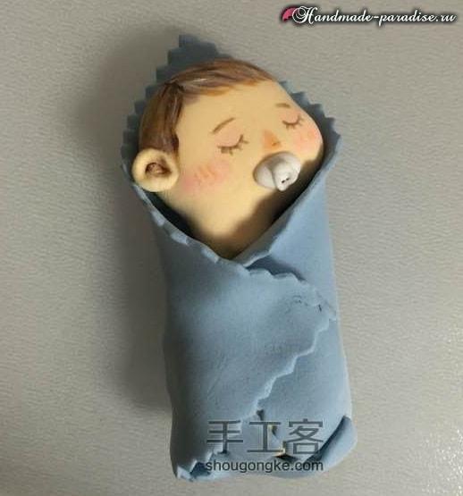 Младенец в пеленках. Лепка из полимерной глины (10)