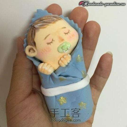 Младенец в пеленках. Лепка из полимерной глины (13)