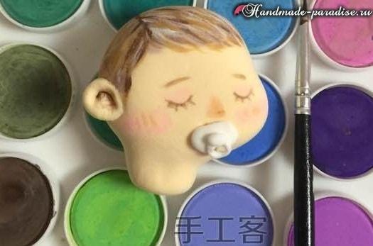 Младенец в пеленках. Лепка из полимерной глины (7)