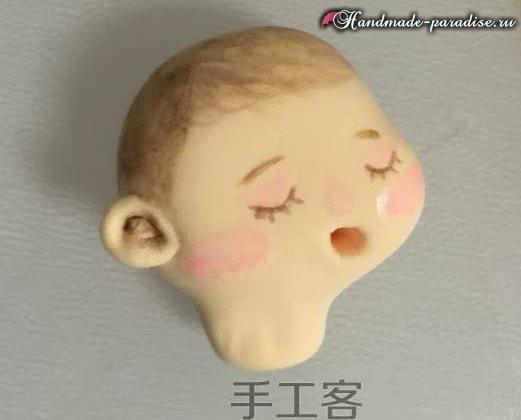 Младенец в пеленках. Лепка из полимерной глины (8)
