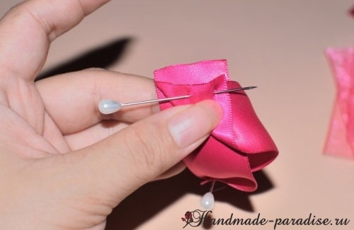 Мастер-класс - розы из лент (7)