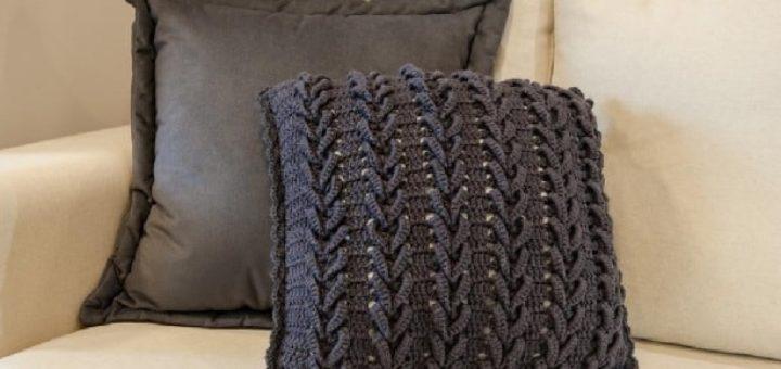 Очень красивая интерьерная подушка крючком (3)