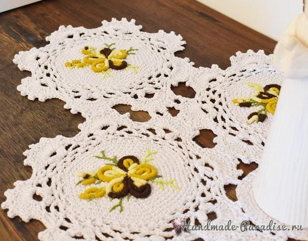 Салфетка крючком с вышивкой рококо (1)