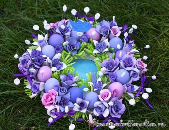 Пасхальный венок с розами из яичных лотков (2)