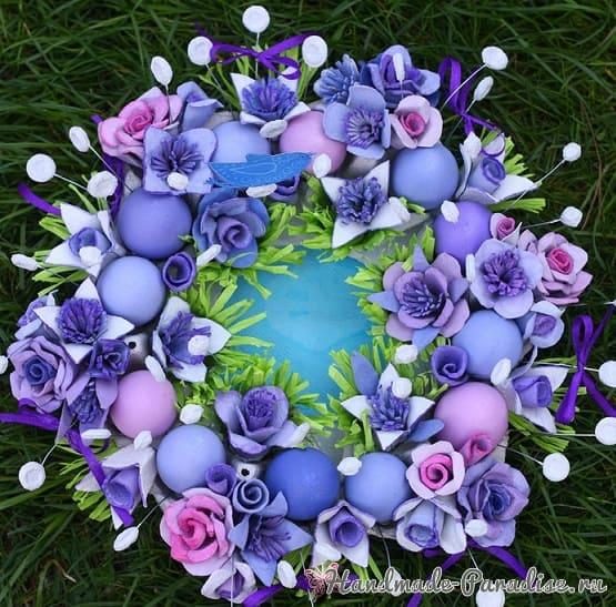 Пасхальный венок с розами из яичных лотков (3)