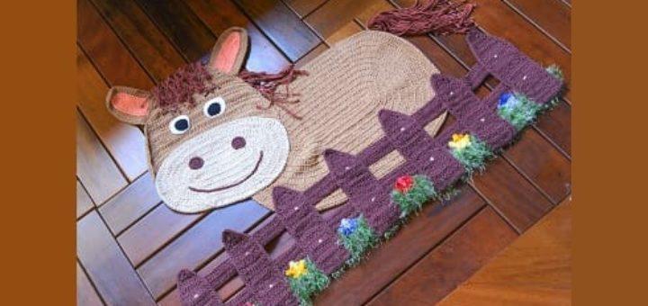 Детский коврик «Лошадка за забором» крючком (1)
