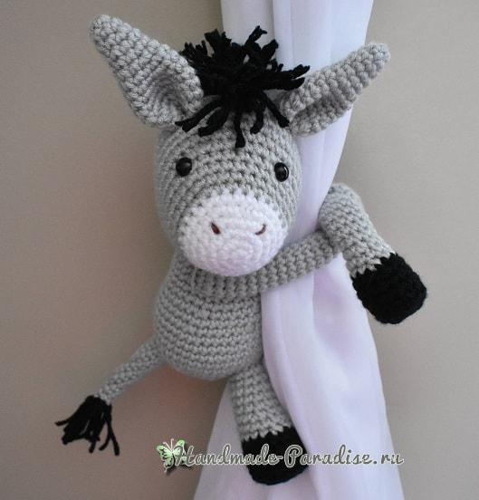 Вязаный ослик - подхват для штор в детскую комнату (1)