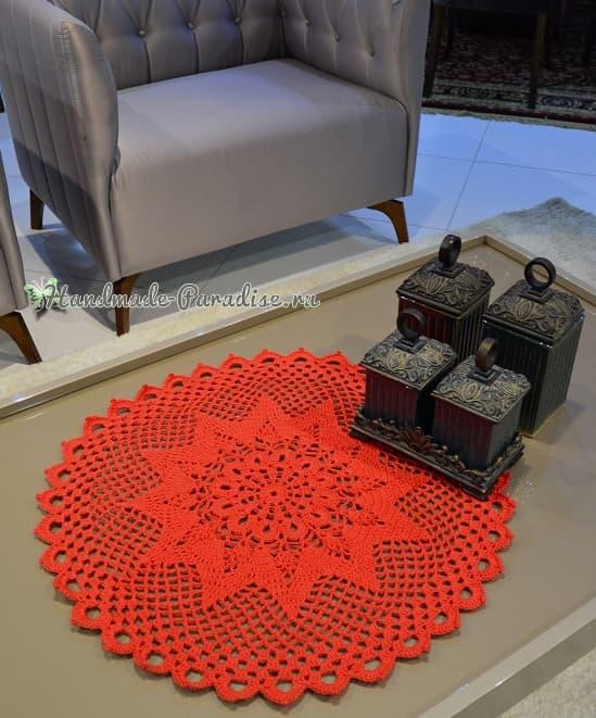 Рождественская красная салфетка крючком (1)