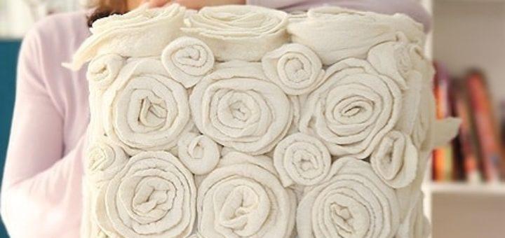Декорирование пуфика розами из синтепона (2)