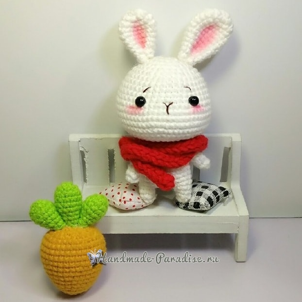 Кролик амигуруми с морковкой (1)