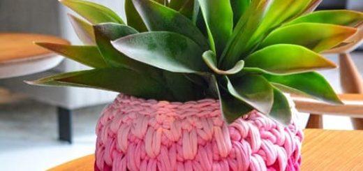 Цветочное кашпо крючком из трикотажной пряжи (1)