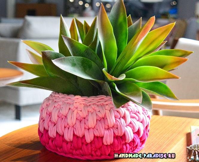 Цветочное кашпо крючком из трикотажной пряжи (2)