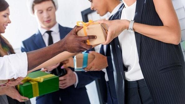 Как купить подарки к Новому году сотрудникам, не выходя из офиса (2)