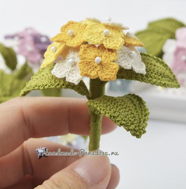 Цветочная брошь «Гортензия» крючком (2)