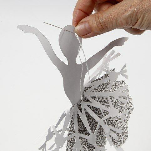 Балерины в снежинках - подвески из бумаги (11)