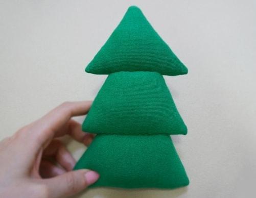 Новогодняя елочка из носков (5)