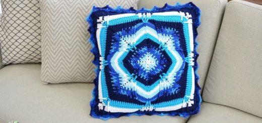 Диванная подушка «Северное сияние» крючком