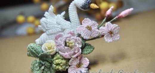 Брошь крючком «Лебедь с цветами» (3)