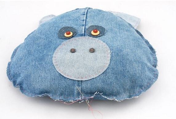 Подушки-игрушки из старых джинсов (8)